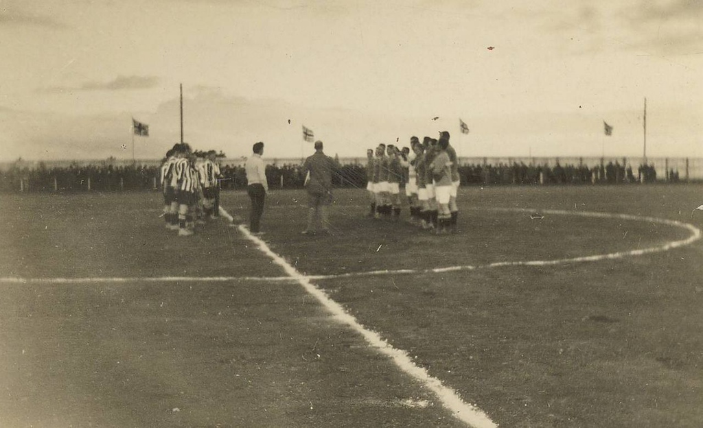Lið Norðmanna og Íslendinga 1926 á Melavelli.
