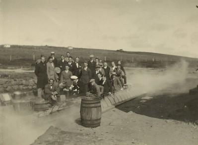 Hópur Dana við Þvottalaugarnar.