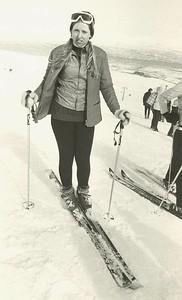 Áslaug Sigurðardóttir, skíðakona úr Reykjavík. Birtist í Íþróttablaðinu 3. tbl. 1971 bls. 59