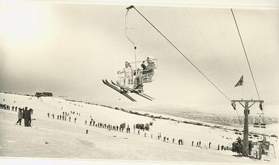 Skíðalyftan á Akureyri. Birtis í íþróttablaðinu 3. tbl. 1971 bls. 59.
