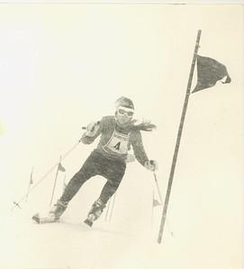 Áslaug Sigurðardóttir, Íslandsmeistari í svigi og stórsvigi 1971.  Þessi mynd var forsíðumynd í Íþróttablaðinu 3. tbl. 1971