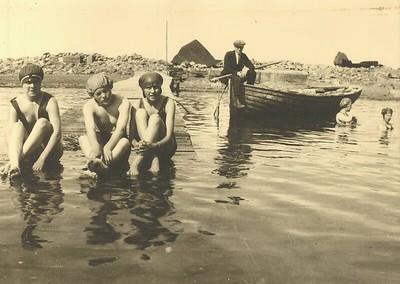 3 sundstúlkur úr Vestmannaeyjum 1924.