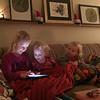 Agnes leker med sina kompisar Astrid och Linn.