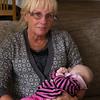 Agnes och farmor.