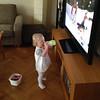 Agnes tittar på OS. Man blir törstig av att åka skidor.