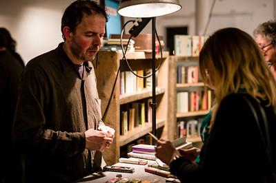 """Johannes Keel zeigte seine """"Altbooken"""" bei intensiven Gesprächen mit Interessenten. Kunstnacht(floh)markt 2013. Frauenfeld, Schweiz, Januar 2013."""