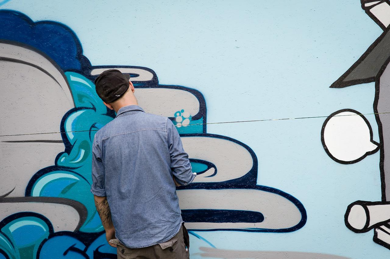 """Graffiti-Künstler Oliver Frei am """"Out in the Green Garden""""-Festival des KAFF. (Für Thurgaukultur.ch)  Frauenfeld, August 2012."""