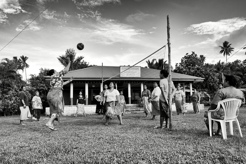 Femmes du village d'Avao faisant une partie de volley-ball. Ile de Savaii/Archipel des Samoa