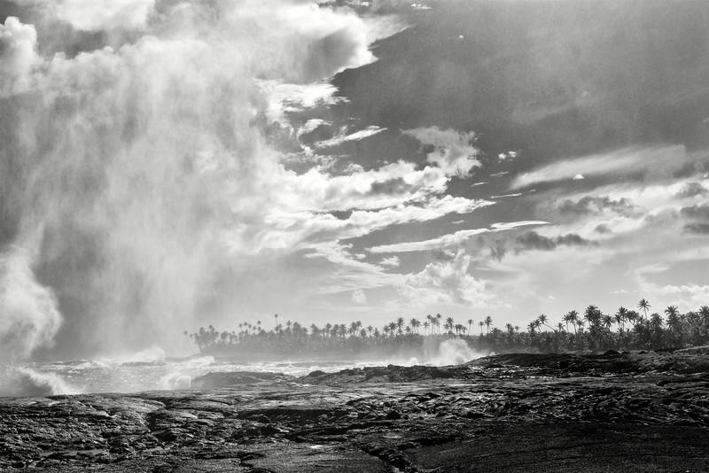 L'arrivée d'un rideau de pluie au cap Asuisui. Ile de Savaii/Archipel des Samoa