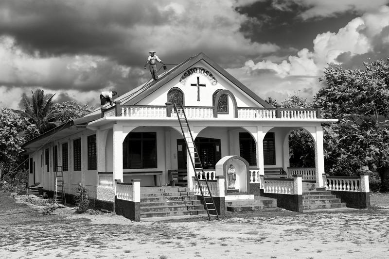 Restauration d'une petite église des environs de Tuasivi. Ile de Savaii/Archipel des Samoa