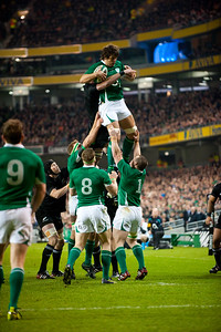 Ireland win the lineout during the iternational rugby test against the New Zealand All Blacks, November 2010.