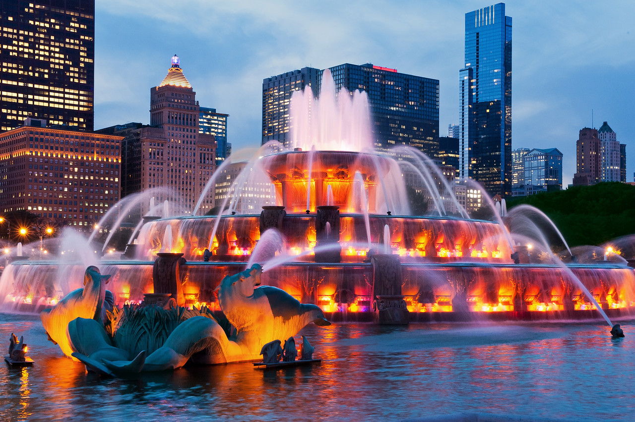 Buckingham Fountain at Twilight - closer in