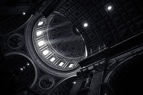 Rome, Italy: Wedding Portraits at the Vatican.