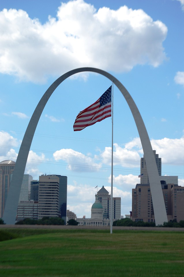 The Gateway Arch as seen from across the Mississippi River in East St. Louis, Illinois