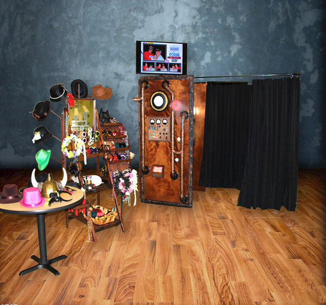 """Rustic, vintage or just fun photo booth rentals in Kansas City. For weddings, schools, corporate events and parties.<br /> <a href=""""https://thelookingglassphotobooths.com/"""">https://thelookingglassphotobooths.com/</a>"""