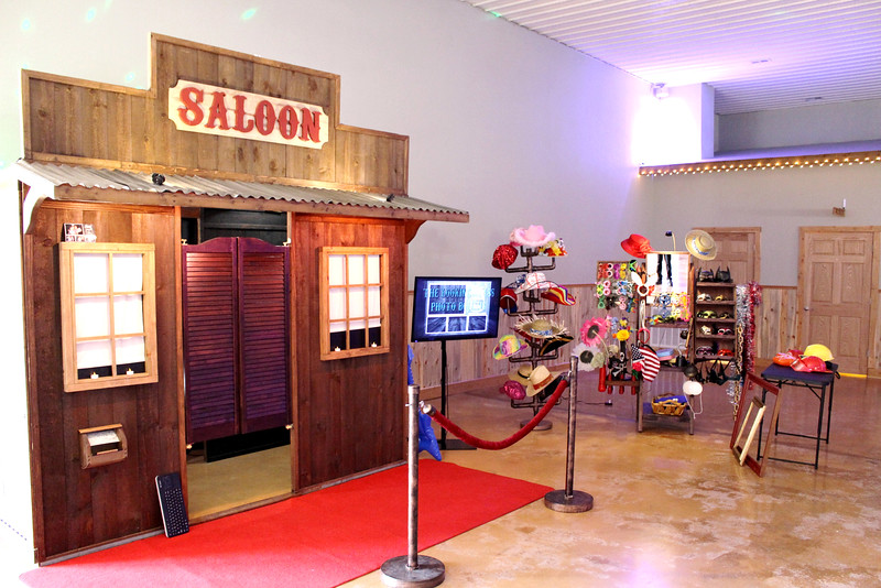 The Looking Glass Photo Booths At Berry Acres