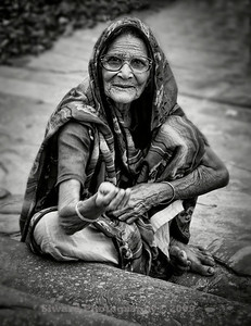 Beggar woman on the steps of Jama Masjid mosque, New Delhi, India