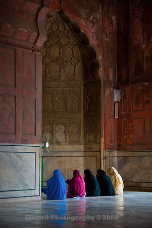 Women in prayer in Jama Masjid