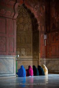 Women in prayer in Jama Masjid
