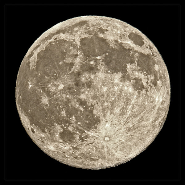 Super Harvest Moon<br /> <br /> The harvest full moon coincids with<br /> the fall equinox (2010). The moon rises<br /> just before the sun sets, resulting in a<br /> 360-degree twlight from the two bodies.<br /> <br /> SF Bay Area, California <br /> <br /> 22-SEP-2010