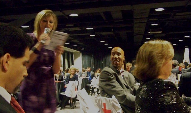 Shelly Miles compliments San Antonio Spurs Bruce Bowen for his contribution to the Fundraising event.
