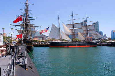 HMS Surprise (left), B-39 (foreground), Star Of India