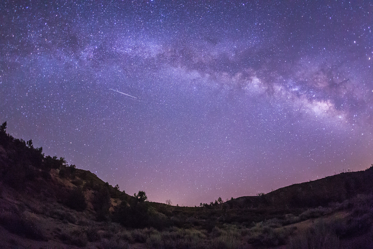 Iridium satellite flare and the Milky Way