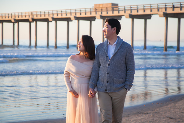 Maternity Photos at Scripps Pier La Jolla by AlohaBug Photography