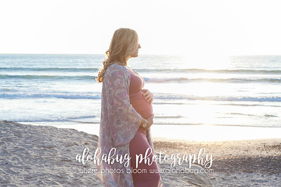 Maternity Photos at Moonlight Beach by AlohaBug Photography