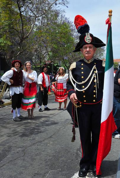 Carabinieri and dancers 2011