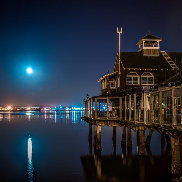 Pier Cafe Moon