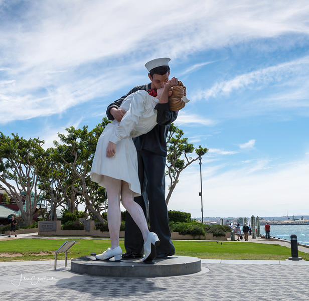 The Kissing Statue