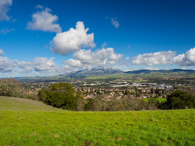 Rare SF Bay Area Snow. Mt. Diablo & San Ramon. Redtail Hawk Trail. Bishop Ranch Regional Preserve - San Ramon, CA, USA