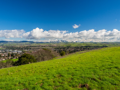 Rare SF Bay Area Snow. San Ramon. Redtail Hawk Trail. Bishop Ranch Regional Preserve - San Ramon, CA, USA