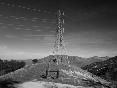 High Voltage Power Lines. Black Diamond Trail. Black Diamond Mines Regional Preserve. Antioch, CA, USA