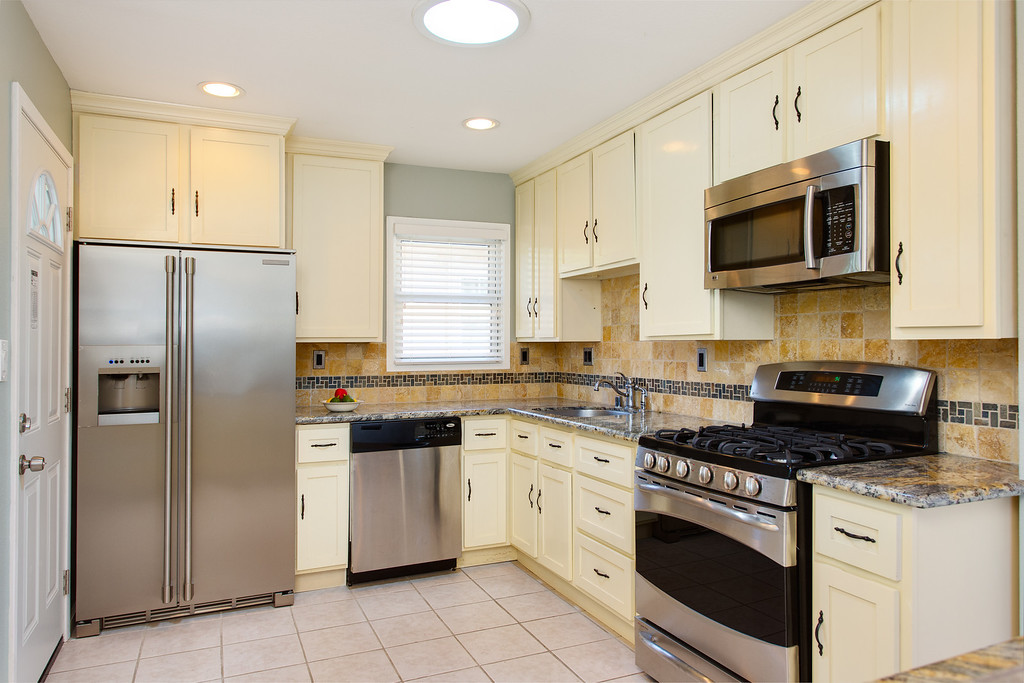 """""""My home sold FSBO on the first day.  Quality pictures by Sammy really made the house standout and definitely drove traffic.  Thanks Sammy.""""<br /> <br /> -Steve Williams, FSBO"""