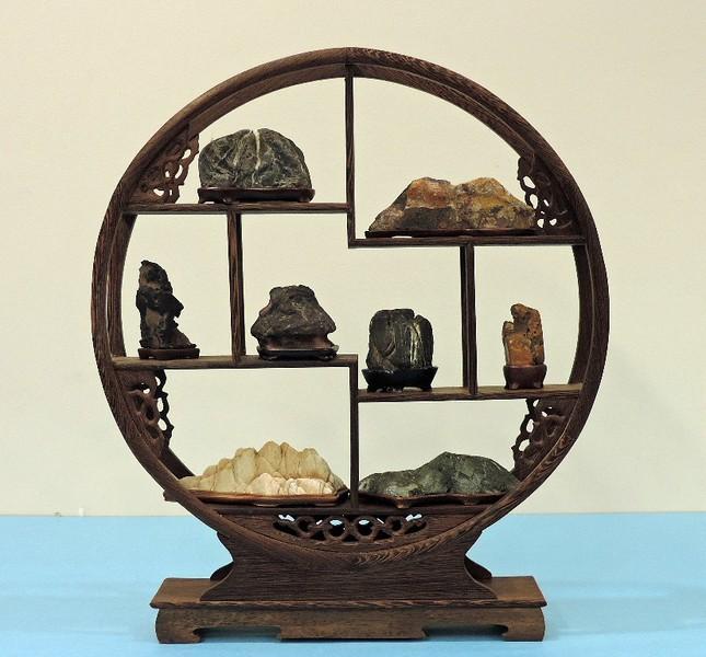 Small stone display