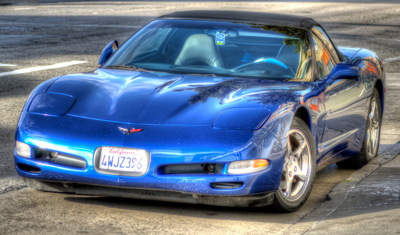 I love Corvettes, too bad the owner of this one doesn't wash it.