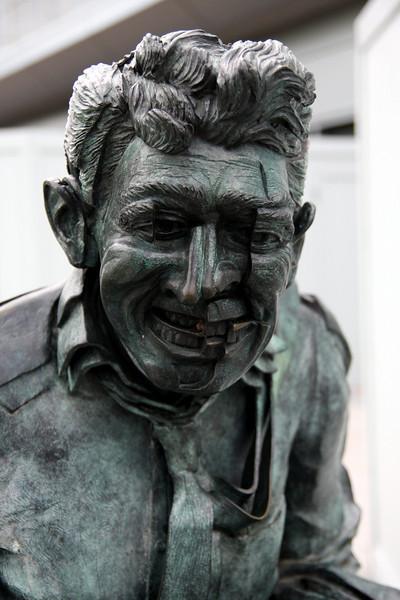 Detail of statue, Metreon Center.  Canon EOS 40D, Tamron 17-50 f2.8 lens.
