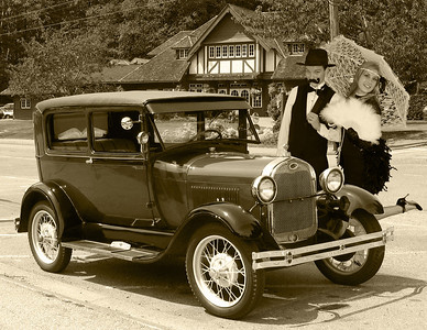 5`1b 2 1920s Old Ford and town