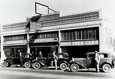 Men and Cars in front of Oakland Pontiac Dealer, c 1930s. #01.01.5031