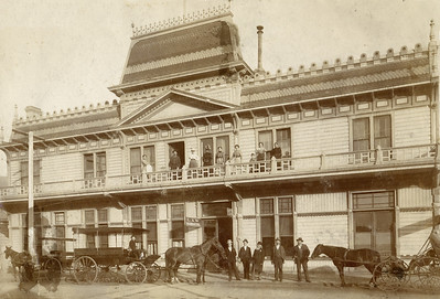 Commercial Hotel with carriages. #1950.001.794.