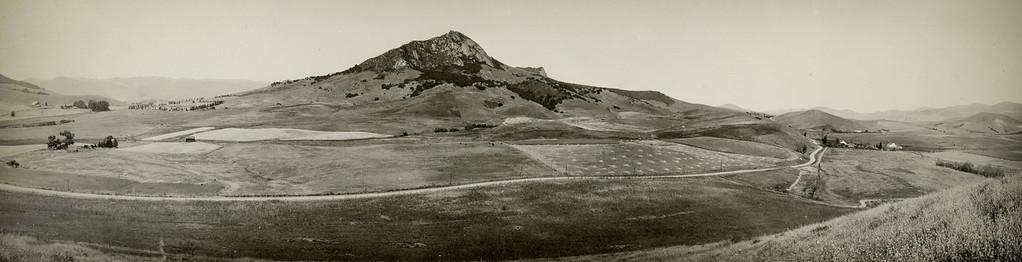 Bishop Peak from San Luis Mountain. #01.01.3088