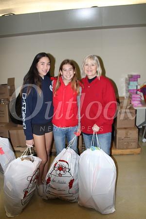 Lauren Panajotovic, Samantha and Kim Covey