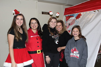 Leyli and Sheila Rossi, Christianne and Pam Rasmussen and Makayla Hernandez