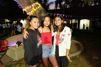 HMS Students Let Loose at Dance