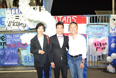 DSC_ Senior Prince Sean Han with his parents Rachel and Yuen 0835