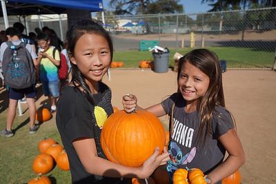 08056 Katie Mak and Rhiannon Lopez