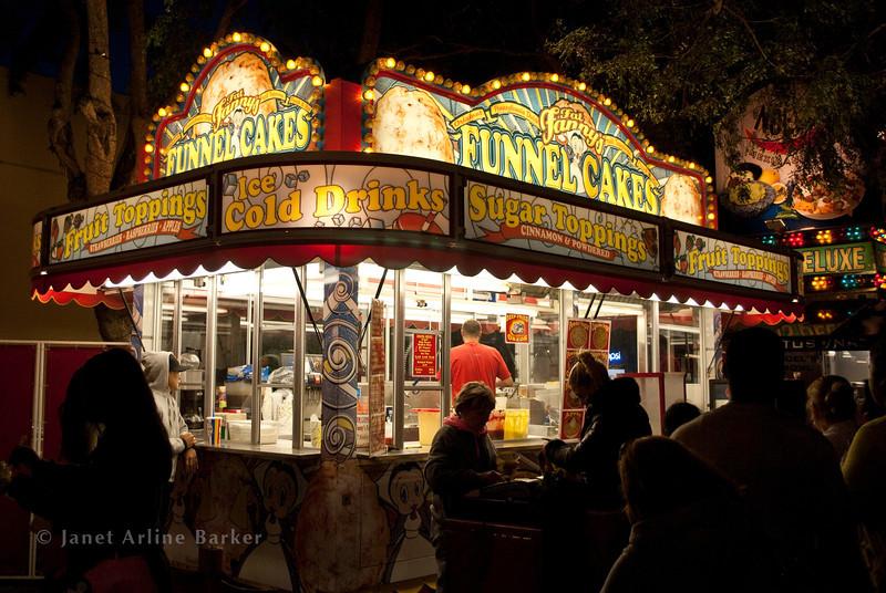 DSC_4594-SM Fair-funnel cake