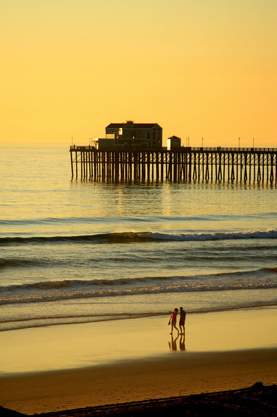 San Diego Beaches, Couple at Sunset Oceanside Pier